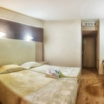 double_room_4_tselikas_hotel