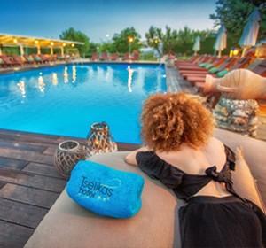 Swimming pool & surroundings