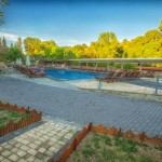 swiming_pool_and_surroundings_3_tselikas_hotel