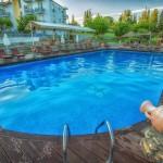 swiming_pool_and_surroundings_1_tselikas_hotel