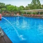 swiming_pool_and_surroundings_8_tselikas_hotel